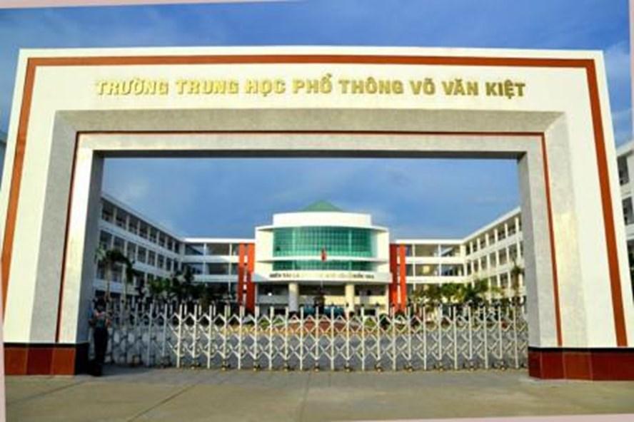 Trường PTTH Võ Văn Kiệt, nơi xảy ra sự việc Hiệu trưởng trả quyết định điều động của Sở GDĐT. Ảnh: P.V