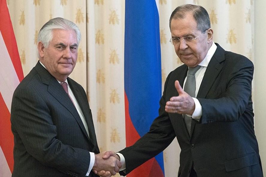 Ngoại trưởng Nga Sergei Lavrov và Ngoại trưởng Mỹ Rex Tillerson. Ảnh: AP