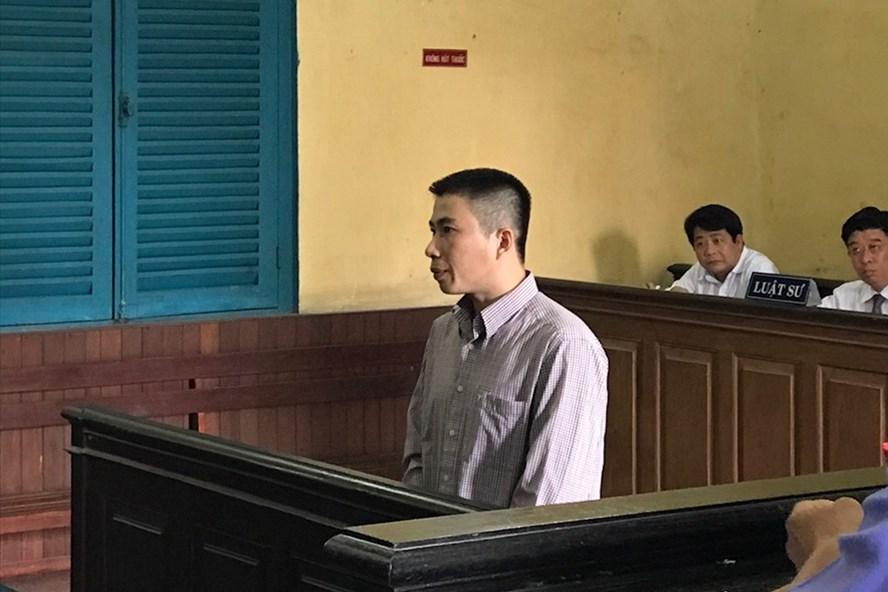 """""""Yêu râu xanh"""" Khánh tại tòa phúc thẩm. Ảnh: Phan Hồng"""