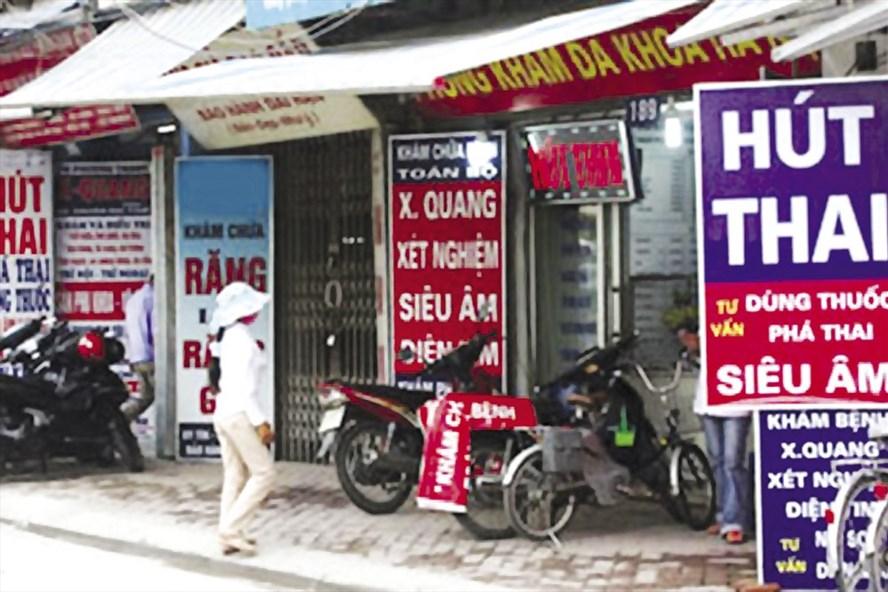 Dịch vụ phá thai tư nhân tràn lan ở Hà Nội. Ảnh: N.H