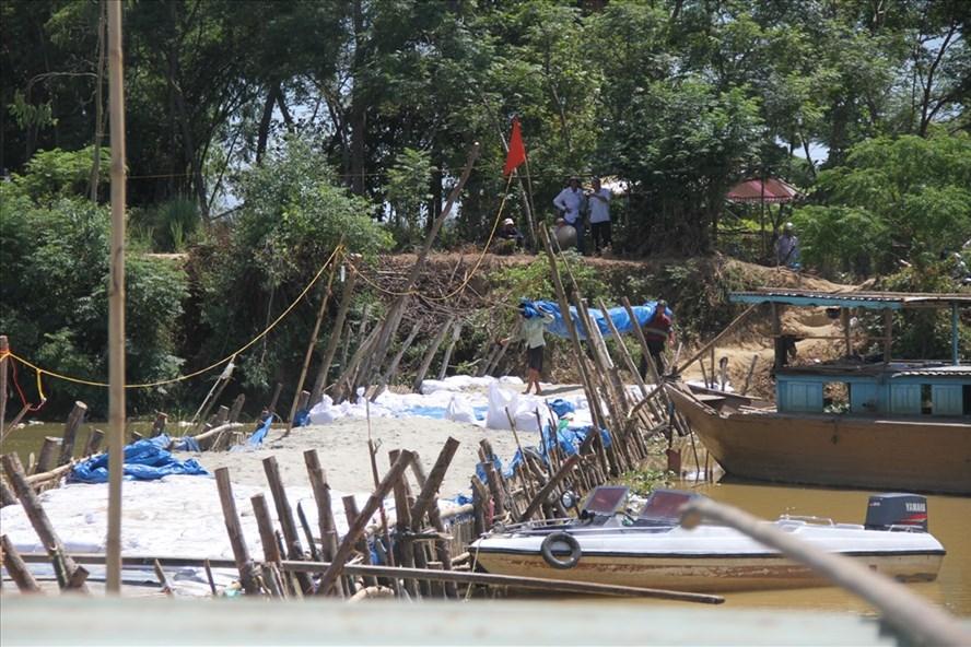 Đập tạm trên sông Vĩnh Điện được tháo dỡ, khiến tình trạng nhiễm mặn, Hội An vì vậy mất nước sinh hoạt. Ảnh: ĐC