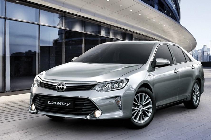Toyota Camry mới hạ giá cả trăm triệu đồng. Ảnh: PV