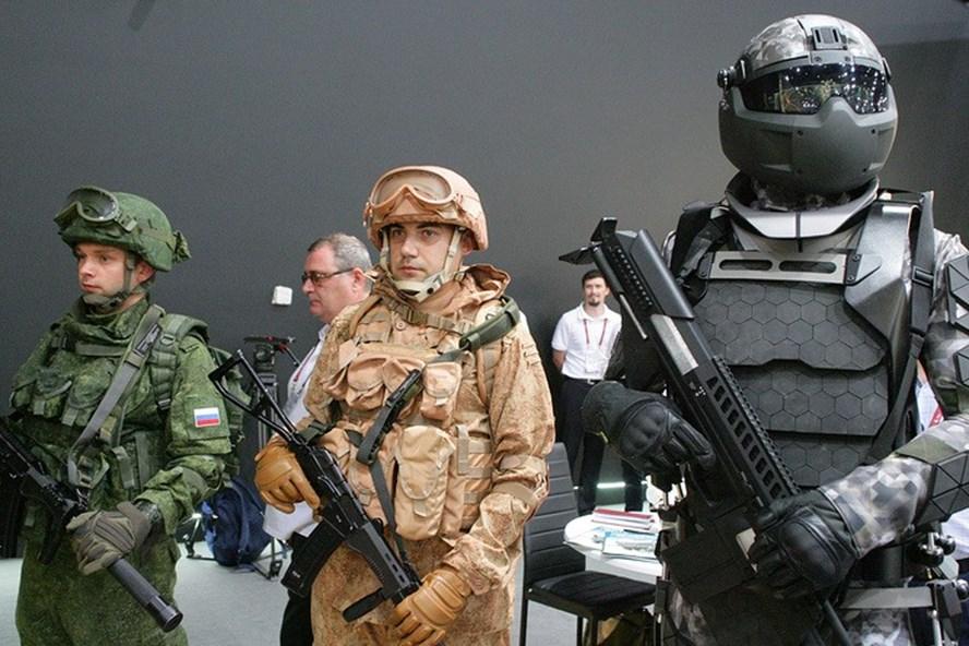 Quân phục siêu nhân lính Nga trang bị đồng hồ chống hạt nhân - ảnh 1