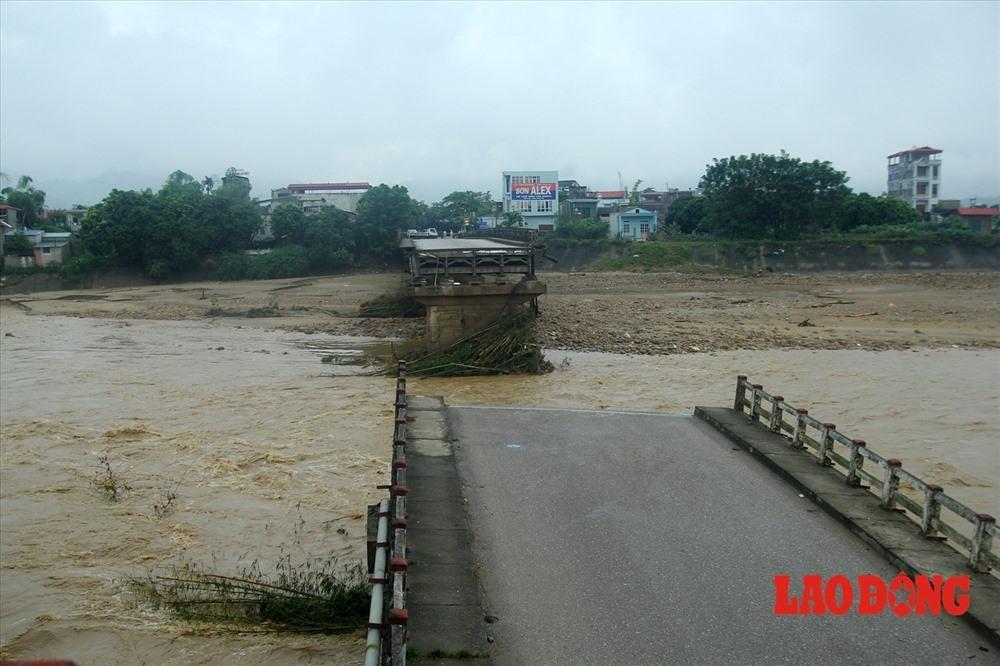 Cầu Ngòi Thia bị sập trưa 11.10.