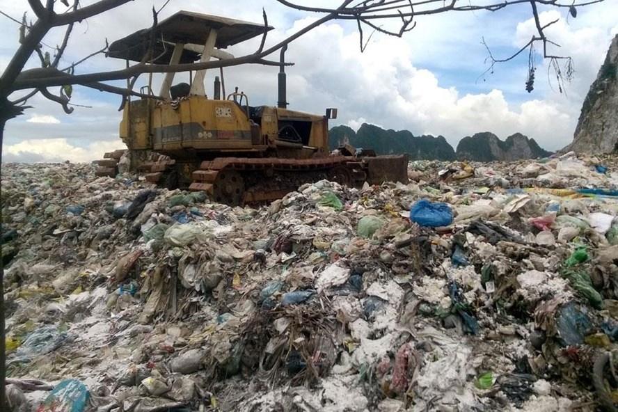 Bãi rác thải Da Lợn, huyện Thuỷ Nguyên, Hải Phòng. Ảnh: Tiến Nguyễn