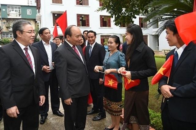 Thủ tướng Nguyễn Xuân Phúc: Tại sao phê hồ sơ công dân mà ghi là con, là cháu?