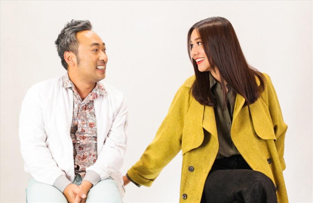 """Thanh Hằng """"tám chuyện"""" cùng đạo diễn Nguyễn Quang Dũng. Ảnh: H.Ngân"""
