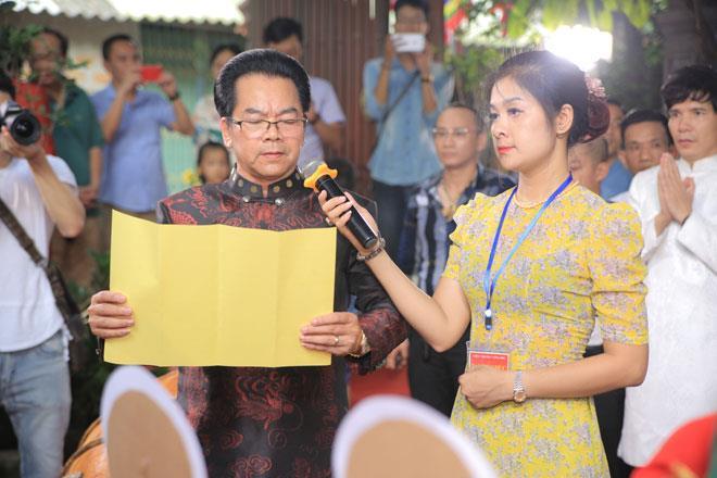 NSND Trần Nhượng đại diện cho các nghệ sỹ đọc văn tế nêu bật công lao của các vị tiền bối – hậu bối đã có công gầy dựng và gìn giữ nghiệp tổ qua nhiều thế hệ.