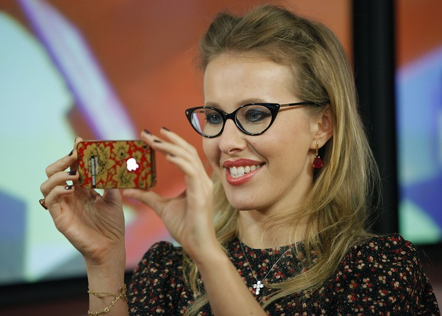 Ksenia Sobchak, 35 tuổi, là con gái của Anatoly Sobchak - cựu thị trưởng ở St. Petersburg, từng là cố vấn chính trị cho nhà lãnh đạo Nga Vladimir Putin. Ảnh: AP