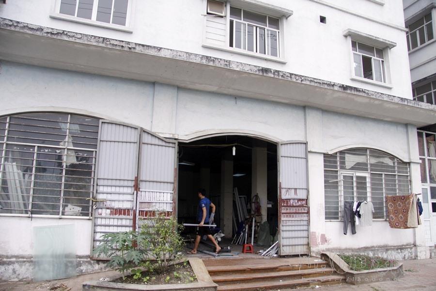 Một gian nhà được cho thuê lại để làm nhà xưởng.