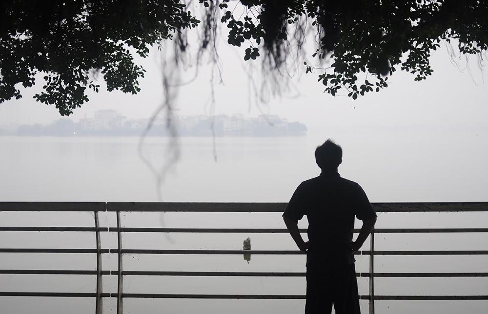 Khung cảnh gần như chìm hẳn trong lớp sương mù