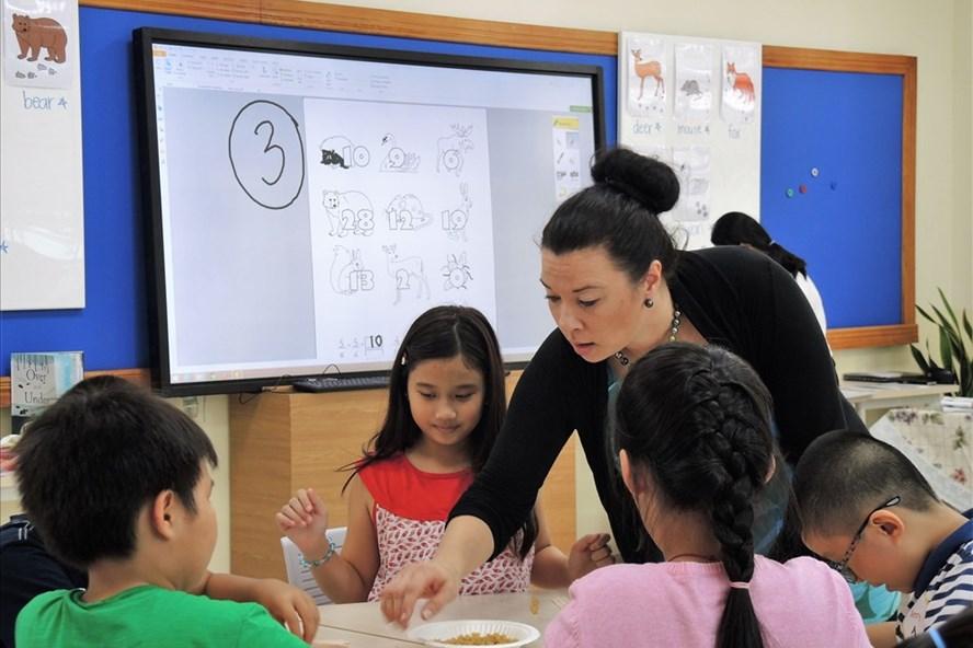 Các em học sinh Việt Nam tham gia lớp học Phần Lan tại TPHCM ngày 28.10 (ảnh M.P)