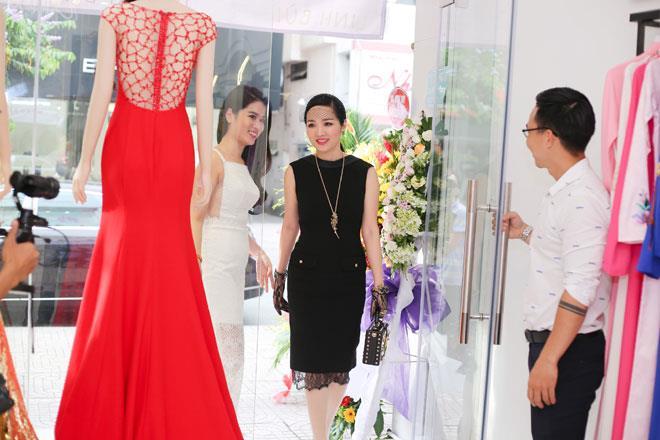 Hoa hậu Đền Hùng - Giáng My cũng tranh thủ đến dự sự kiện.