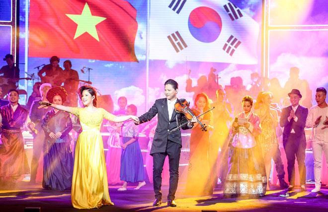 Vợ chồng nghệ sĩ Anh Tú - Việt Dung.