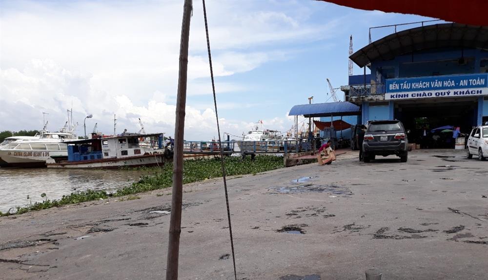 Bến tàu khách du lịch Bến Bính trở nên vắng khách, mọi hoạt động dịch vụ khác cũng èo uột theo