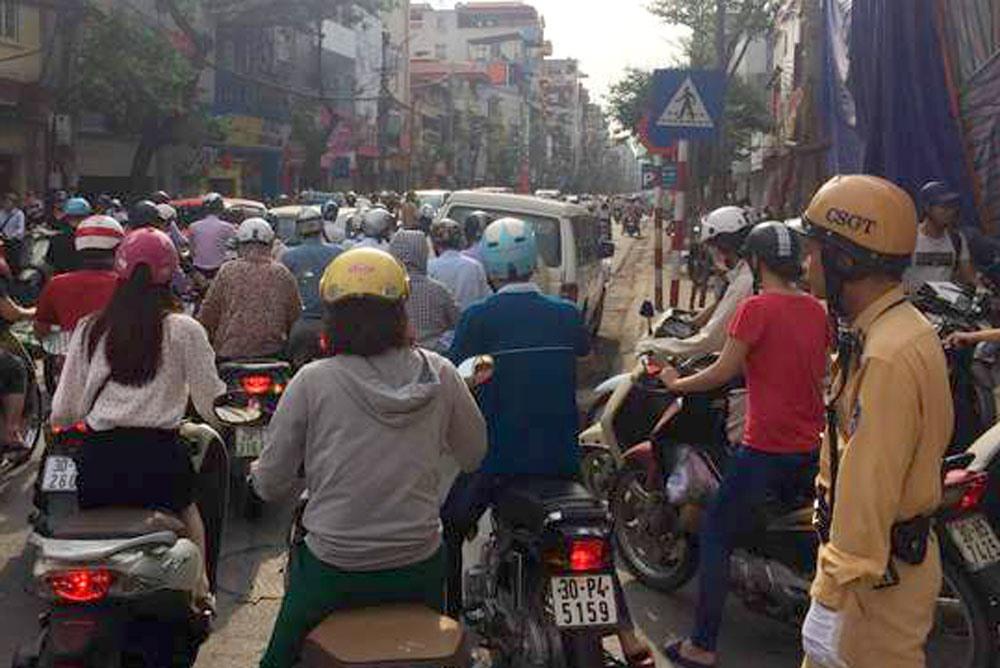 Tuyến phố Khâm Thiên (Hà Nội) thường xuyên xảy ra ùn tắc kéo dài. Ảnh: A.C