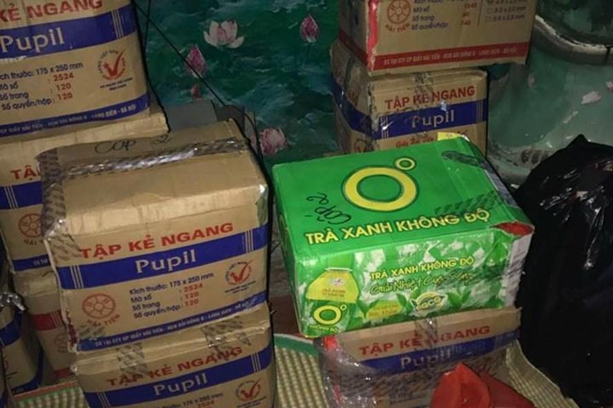Số quà  dành tặng cho trẻ em nghèo bị xã Hữu Khuông (Tương Dương, Nghệ An), từ chối. Ảnh: PV