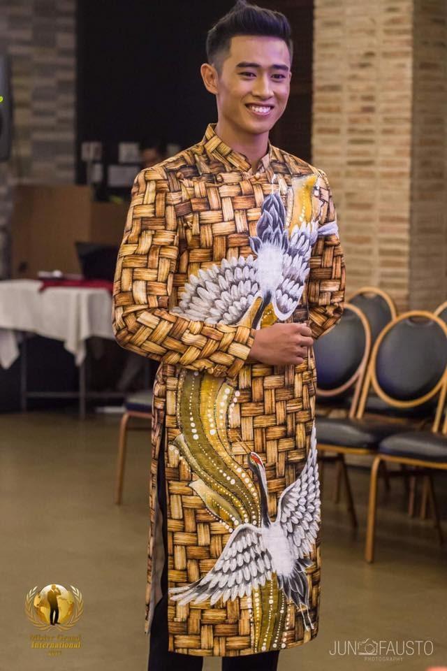 Tiến Đạt trong trang phục của Minh Châu. Ảnh: T.L
