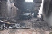 Hà Nội: Cháy rụi gara ô tô