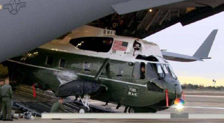 Trực thăng Marine One gồm 2 loại VH-3D (ảnh) hoặc VH-60N thuộc Phi đội trực thăng 1 (HMX-1) chịu trách nhiệm vận chuyển tổng thống, phó tổng thống và các quan chức cấp cao khác dưới sự điều khiển của Thủy quân lục chiến và Nhà Trắng. Ảnh: NBC News.