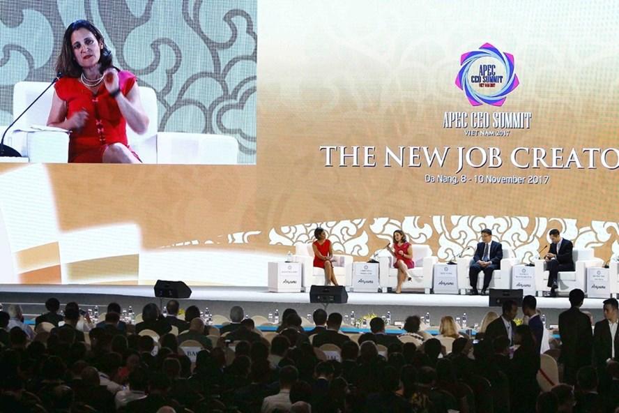 Bộ trưởng Ngoại giao Canada Chrystia Freeland phát biểu tại phiên thảo luận về các xu hướng việc làm trong tương lai. Ảnh: TTXVN