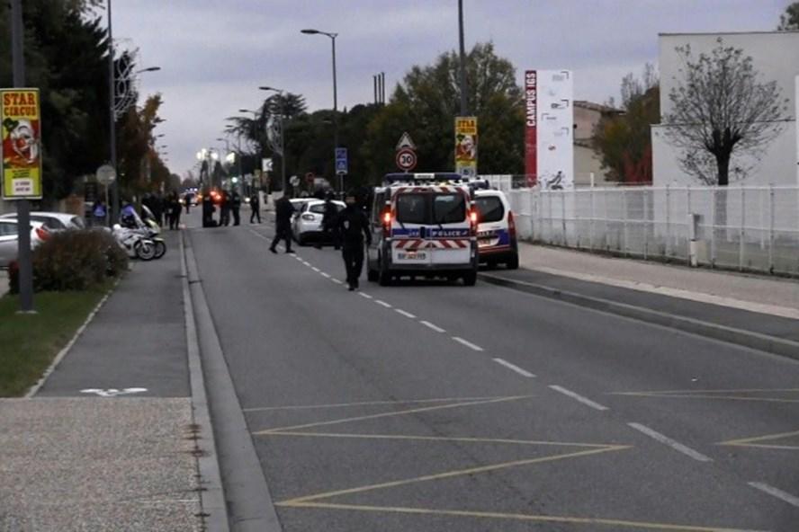 Địa điểm xảy ra vụ đâm xe vào một nhóm sinh viên bên ngoài một trường trung học gần Toulouse, miền nam nước Pháp. Ảnh: AFP