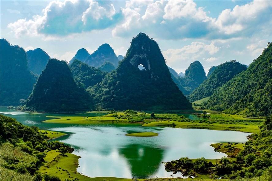 Kỳ quan núi Thủng Phja Piót ở Trà Lĩnh, Cao Bằng. Ảnh: Phạm Khoa
