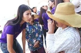 Sau thi hoa hậu trong bão, các thí sinh Hoa hậu Hoàn vũ tiếp tục hoạt động từ thiện
