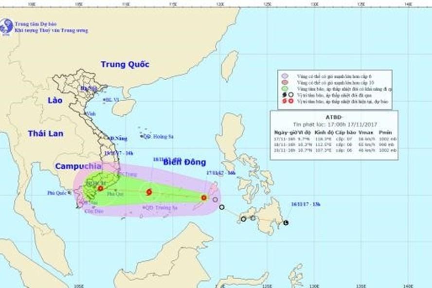 Vị trí và hướng đi của áp thâp nhiệt đới chiều tối 17.11.2017. Ảnh: NCHMF