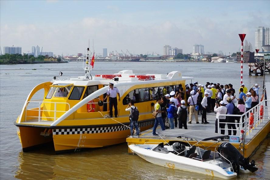 Tuyến buýt đường sông số 1 Bạch Đằng - Linh Đông chính thức chở khách từ ngày 25.11.  Ảnh: M.Q