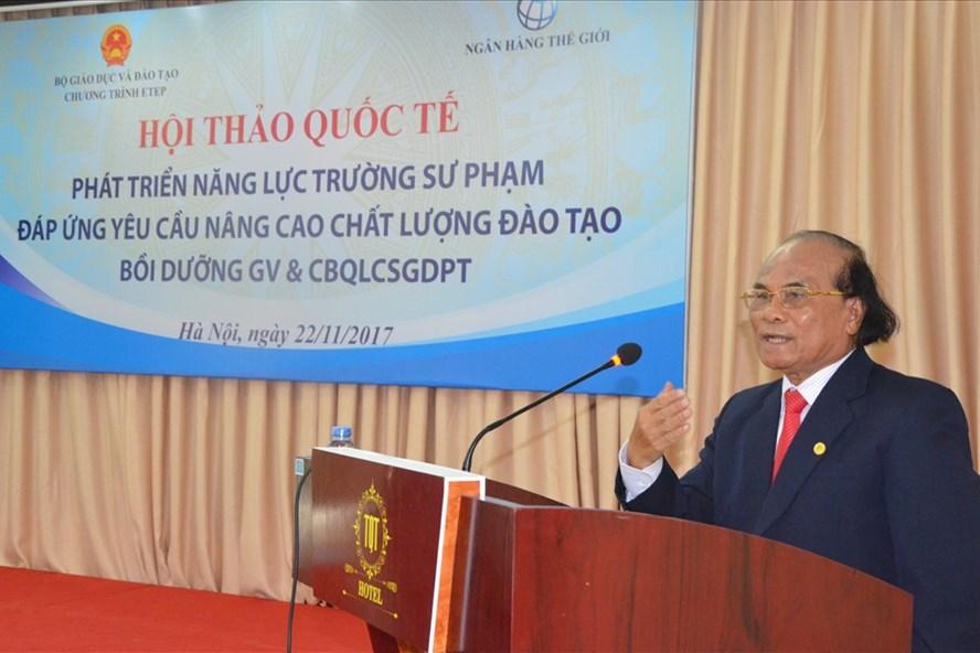"""GS Đinh Quang Báo cho rằng vấn đề quá tải vẫn đang là vấn đề nhức nhối trong giáo dục. Tuy nhiên, xã hội lại đang hiểu chưa đúng về quan niệm """"tải"""". Ảnh: Huyên Nguyễn"""
