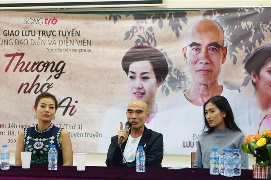 Đạo diễn Lưu Trọng Ninh cùng hai diễn viên Thanh Hương và Vân Anh trong buổi giao lưu chiều qua 21/11. Ảnh: Sóng trẻ