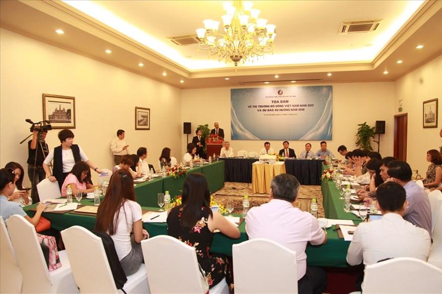 Tại Tọa đàm về thị trường đồ uống Việt Nam, nhiều ý kiến cho rằng ngành hàng này thường xuyên đối mặt với hàng nhập lậu và tỷ lệ tồn kho năm 2017 đang khá cao.