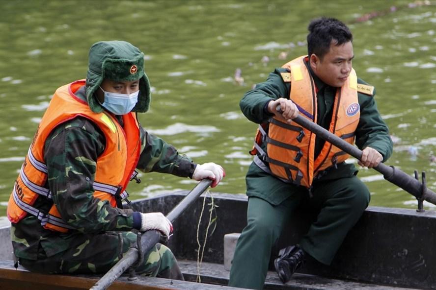 Trước tình trạng Hồ Gươm xuất hiện tình trạng cạn nước vào ô nhiễm, Công ty Thoát nước Hà Nội được UBND TP Hà Nội thống nhất chủ trương nạo vét hồ Hoàn Kiếm theo đề xuất.