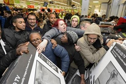 Clip: Vật lộn, ẩu đả, tranh giành náo loạn trong ngày Black Friday