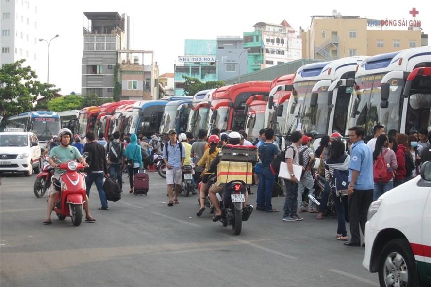 Bến xe Miền Tây tăng 40- 60%  giá vé xe đò Tết Mậu Tuất 2018.  Ảnh: M.Q