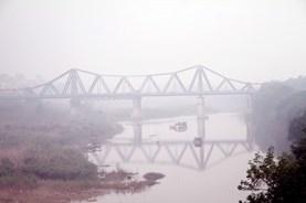 Hà Nội: Phát hiện vật thể nghi là bom ở gần trụ cầu Long Biên