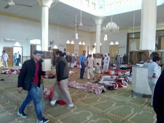 Đánh bom và xả súng đẫm máu ở Ai Cập, ít nhất 235 người đã thiệt mạng.