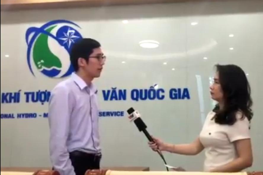 Ông Trần Quang Năng - Trưởng phòng Dự báo khí tượng hạn ngắn - Trung tâm Dự báo khí tượng thủy văn Trung ương thông tin thêm về mối nguy hiểm của bão số 12. Ảnh: Kh.V