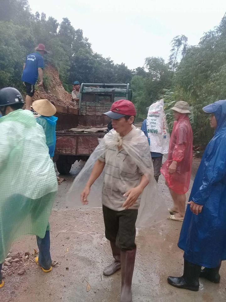 Khoảng hơn một ngàn người tại vùng 7 xã An Định phải sơ tán lên núi, tránh lũ dữ