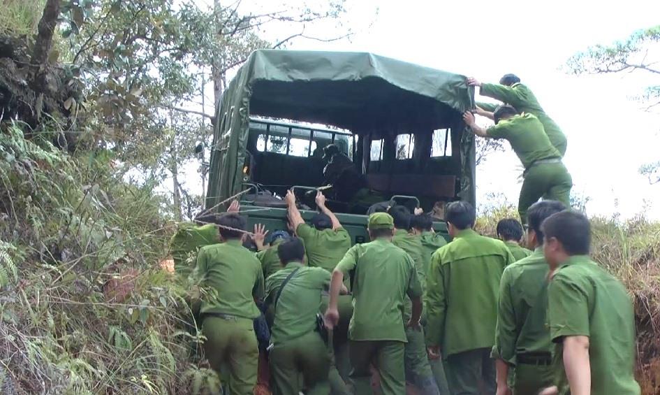 Công an đã tiến hành tháo dỡ lán trại, giàn rung... của thiết tặc tại khu vực Núi Cao