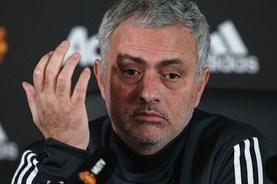 """Mourinho """"nhắc khéo"""" trọng tài trước thềm Derby Manchester"""