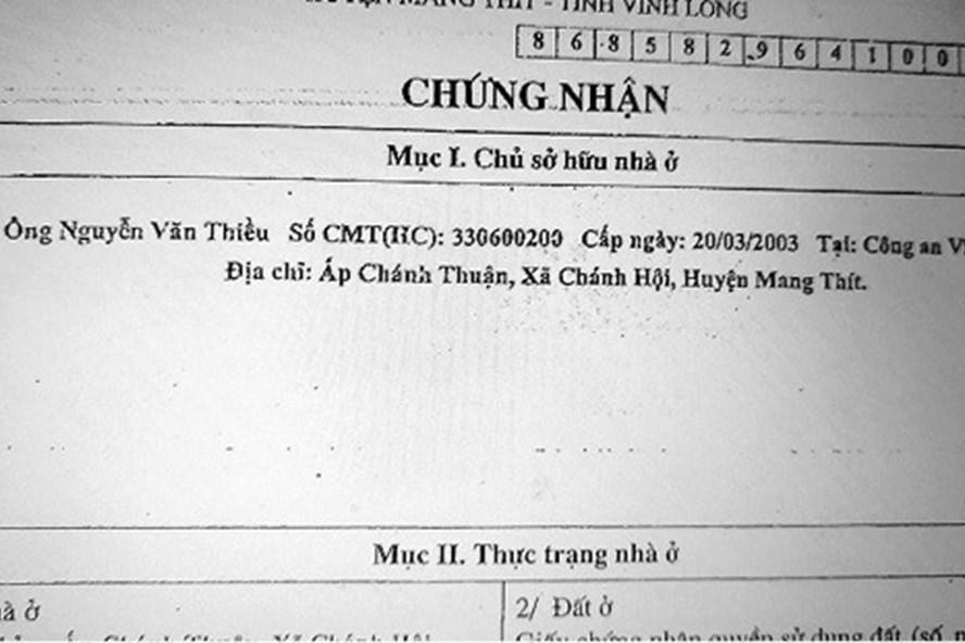 """Giấy chứng nhận ghi tên ông Thiều nhưng TAND huyện Mang Thít lại cho rằng """"hộ gia đình"""". Ảnh: P.B"""