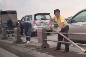 Công an triệu tập các tài xế tự ý tháo dải phân cách trên cầu Thanh Trì
