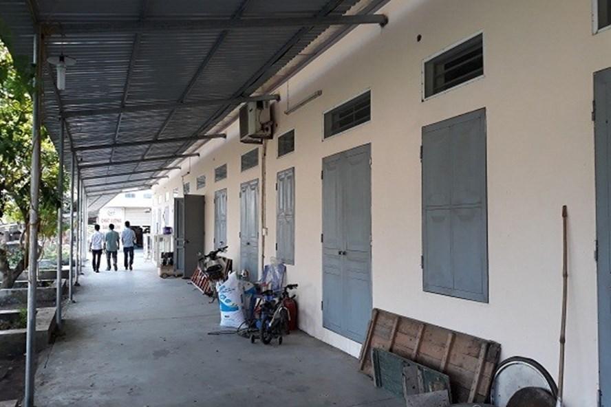 Nhà xưởng rộng cả nghìn mét vuông được xây dựng kiên cố trên đất xã Phú Minh, Sóc Sơn, Hà Nội. Ảnh: Báo TNMT.