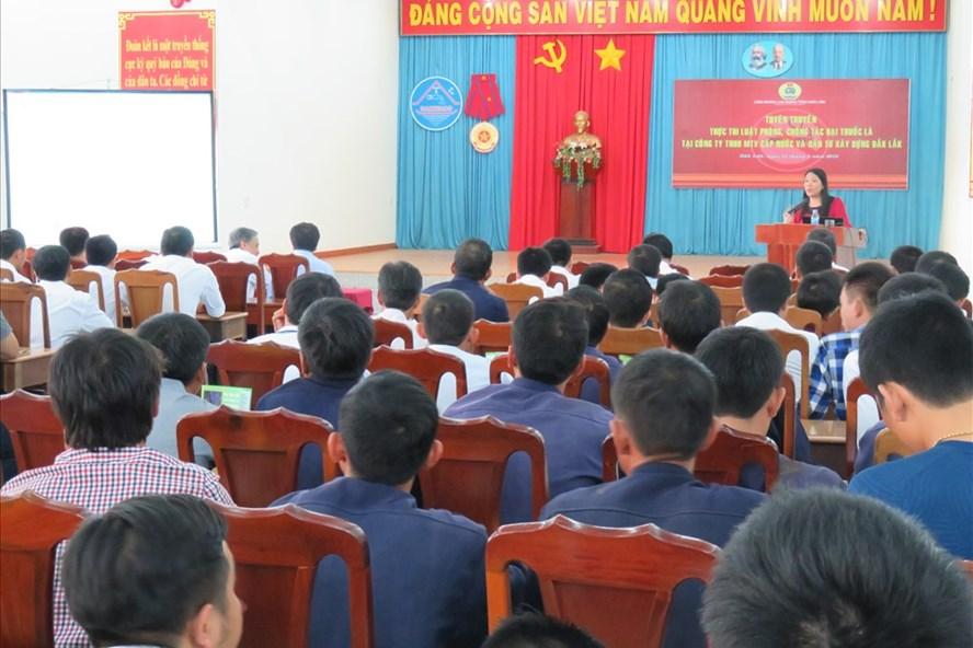 Các buổi tuyên truyền đến người lao động về các điểm mới của  luật BHXH, BHYT... được tổ chức công đoàn thực hiện.