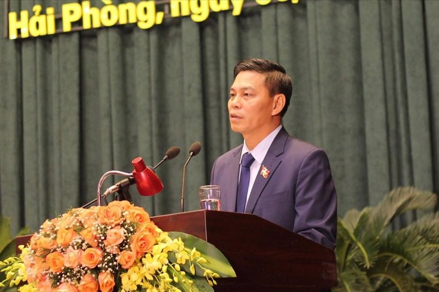 Ông Nguyễn Văn Tùng - Chủ tịch UBND TP Hải Phòng trả lời chất vấn ngày 8.12 - ảnh TV