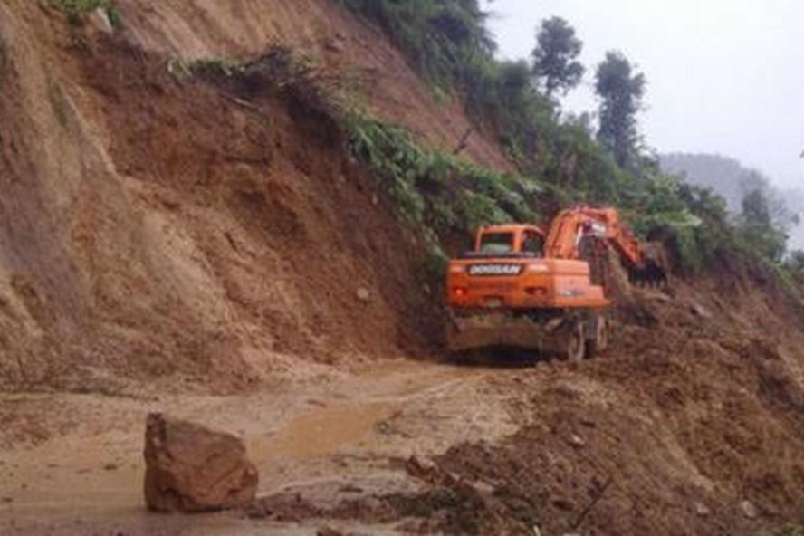 QL12 bị sạt lở nghiêm trọng khiến huyện Điện Biên đông, tỉnh Điện Biên bị chia cắt hoàn toàn. Ảnh: A.C.V.O