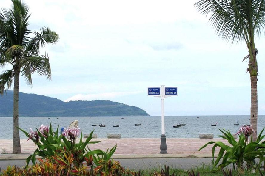 Bãi biển Đà Nẵng đang bị đe dọa ô nhiễm nước thải vì các công trình khách sạn dày đặc. Ảnh: Thanh Hải