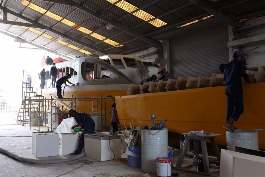 Quá trình đóng tàu cho tuyến buýt sông số 1 Bạch Đằng - Linh Đông.   Ảnh:  CTV